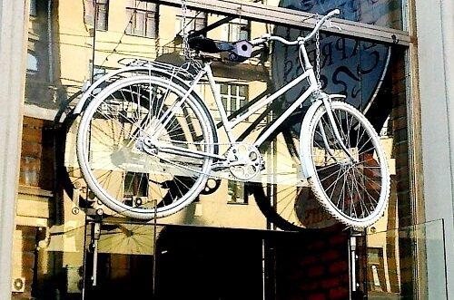 Белые велосипеды