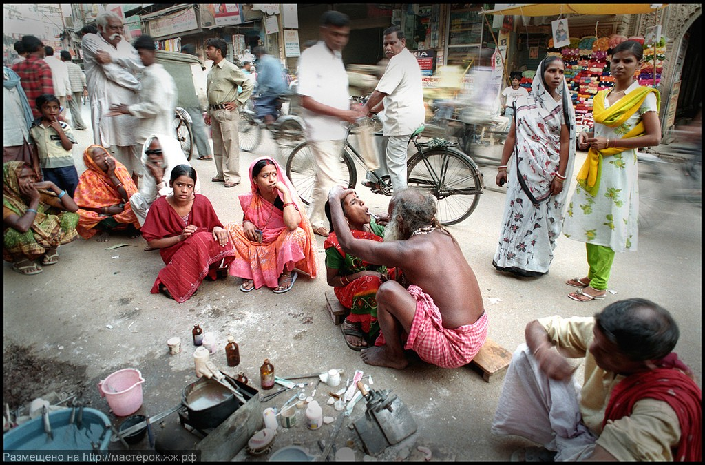 Как работают уличные стоматологи Индии