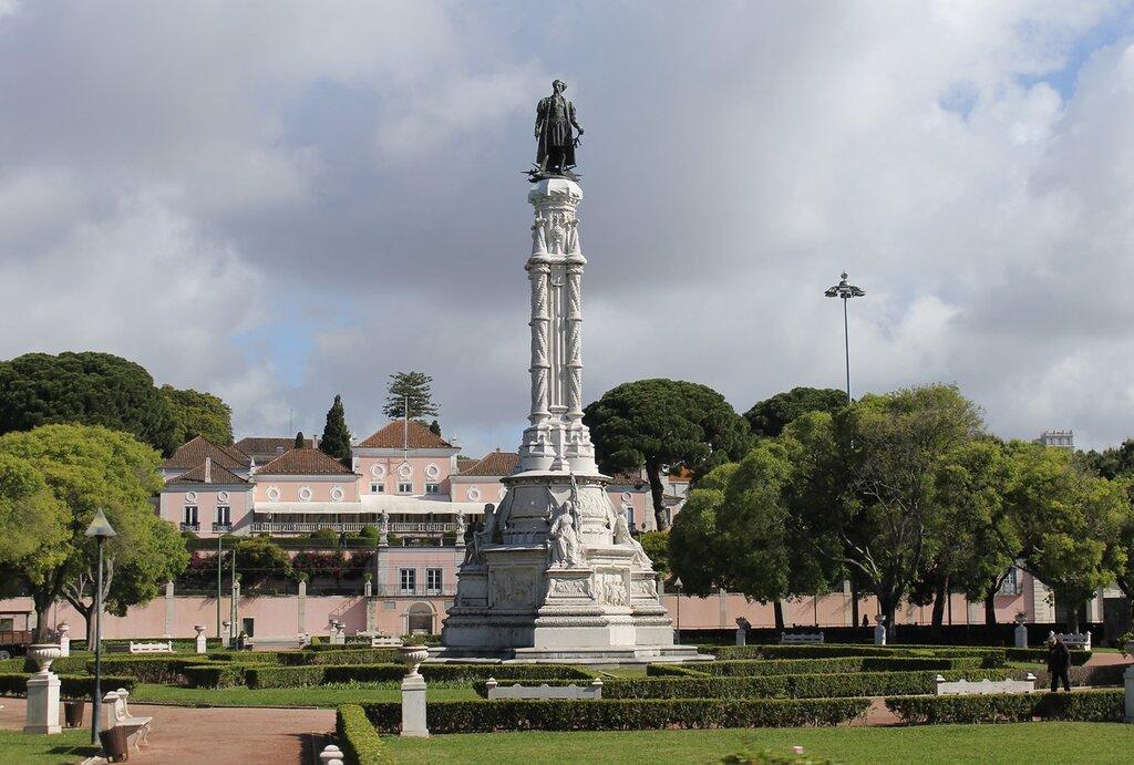 Lisbon. The Park and the monument to Alfonso Albuquerque (Jardim da Praça Afonso de Albuquerque)