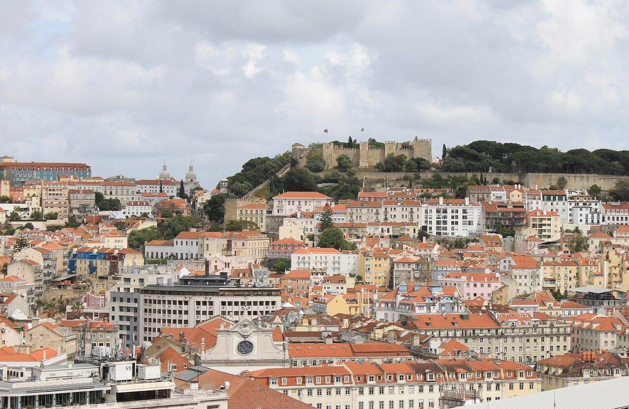 Лиссабон. вид с обзорной площадки Сан Педру де Алкантара. Miradouro de São Pedro de Alcântara