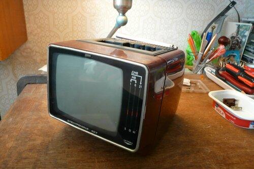 Переносной ч/б телевизор «