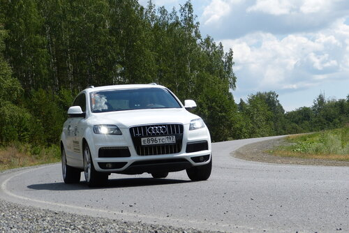 Audi Q7 на уральской дороге