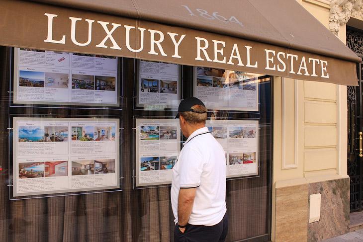 2. Своим богатством Монако обязано отчасти игорному бизнесу, который процветает здесь еще с середины