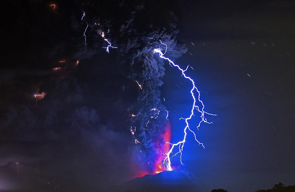 30. Действующий стратовулкан Этна расположен на восточном побережье Сицилии, недалеко от городо