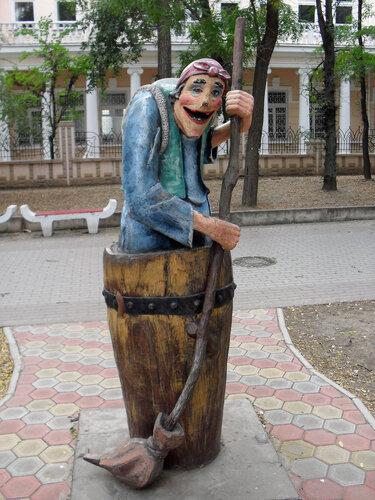 ales-irkinn.ya.ru (c) Скульптуры на Шевченко в Евпатории. Баба Яга самая популярная)
