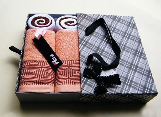 Как красиво сложить полотенце в подарок