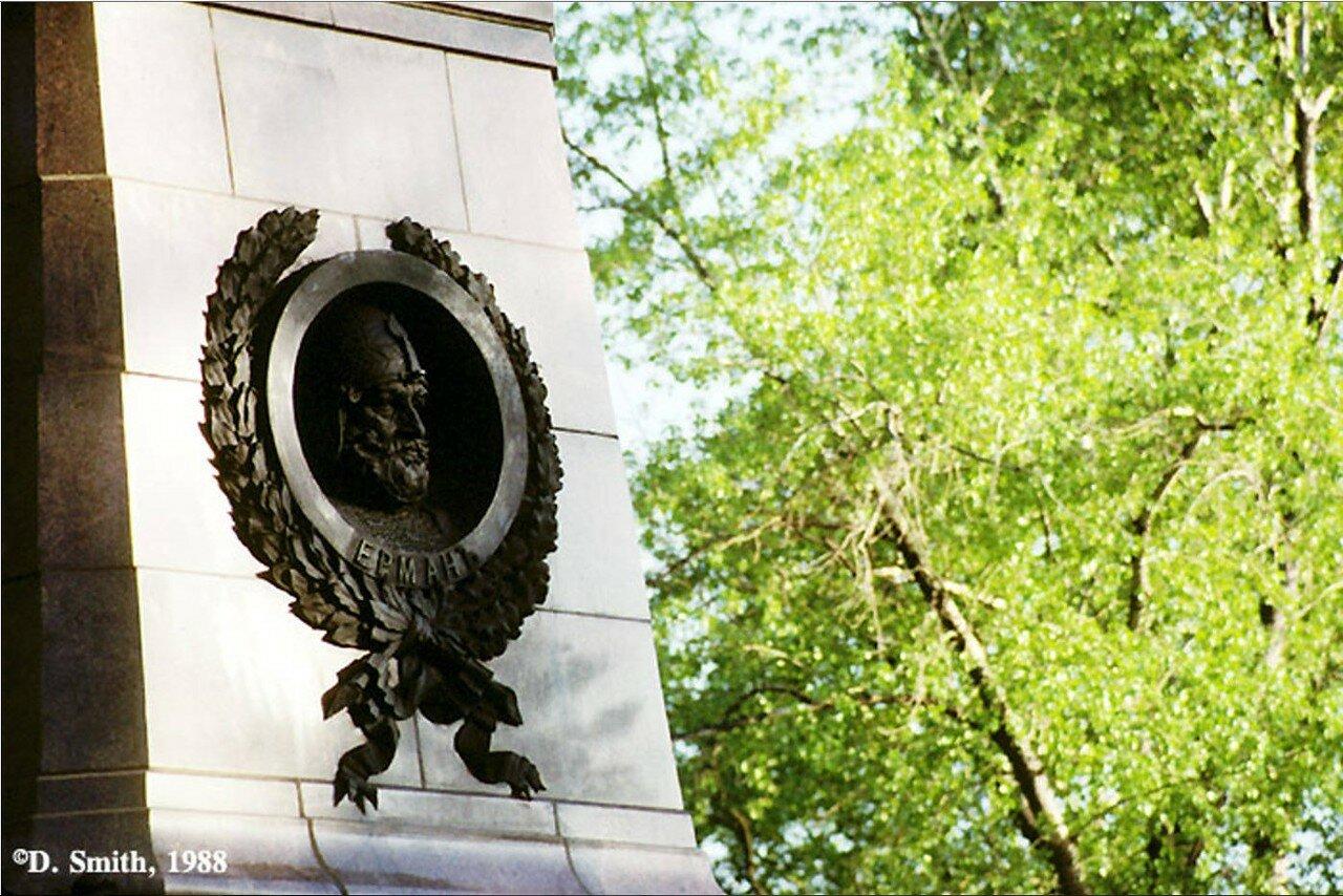 Фрагмент памятника «Первопроходцам Сибири». Северная часть монумента с изображением Ермака Тимофеевича