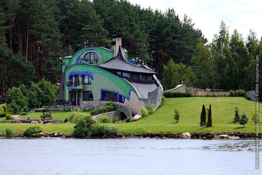 А это необычный домик рядом с селом Городищи