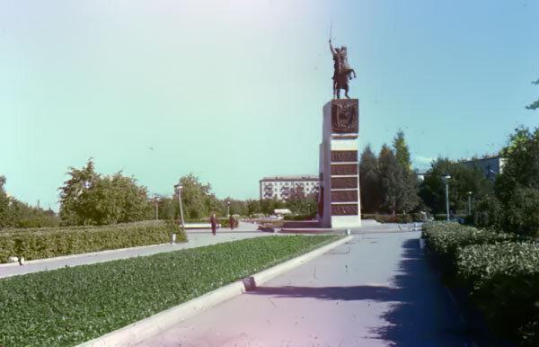 Чебоксары. Памятник В.И. Чапаеву (старое фото), 1980тые годы: