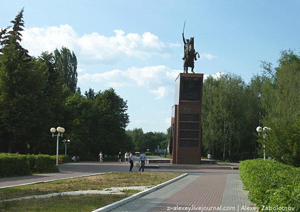 Чебоксары. Памятник В.И. Чапаеву, 2010 год: