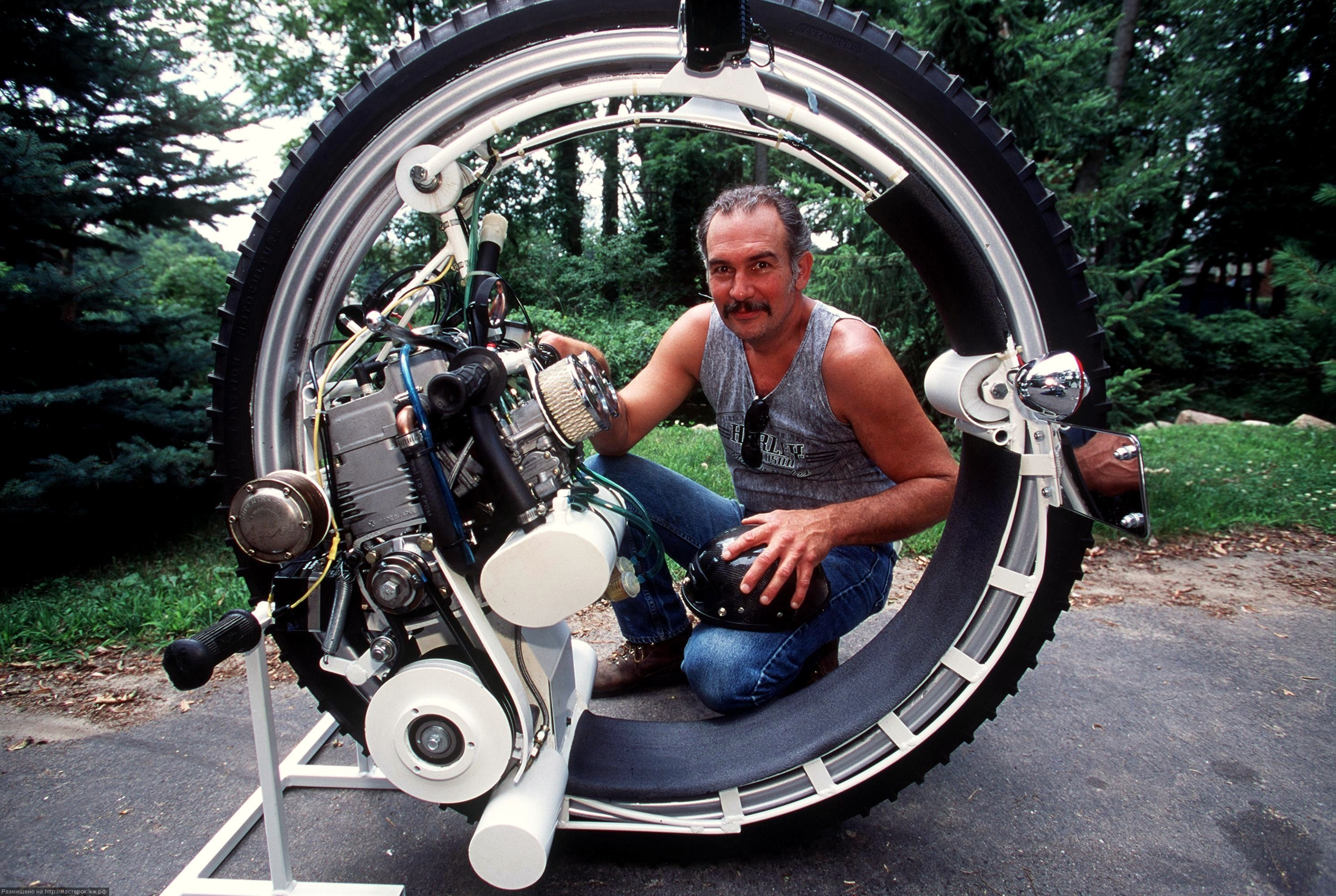 Kerry McLean And His Monocycle