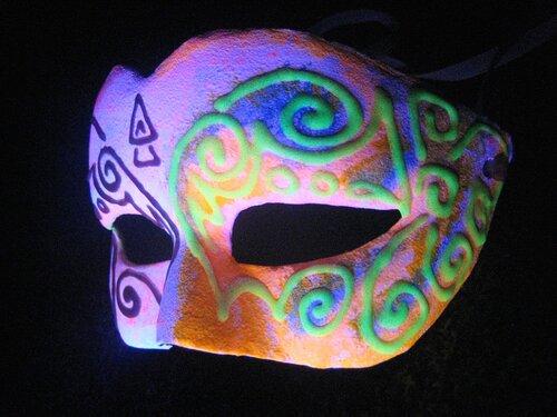 Флуоресцентная маска