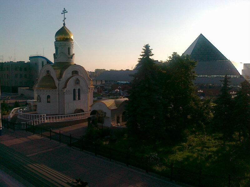 Площадь перед ЖД вокзалом Челябинска