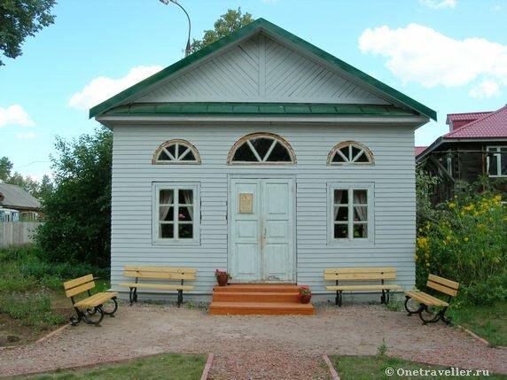 Беседка одноэтажная во внутреннем дворе музея-усадьбы П.И.Чайковского в Воткинске