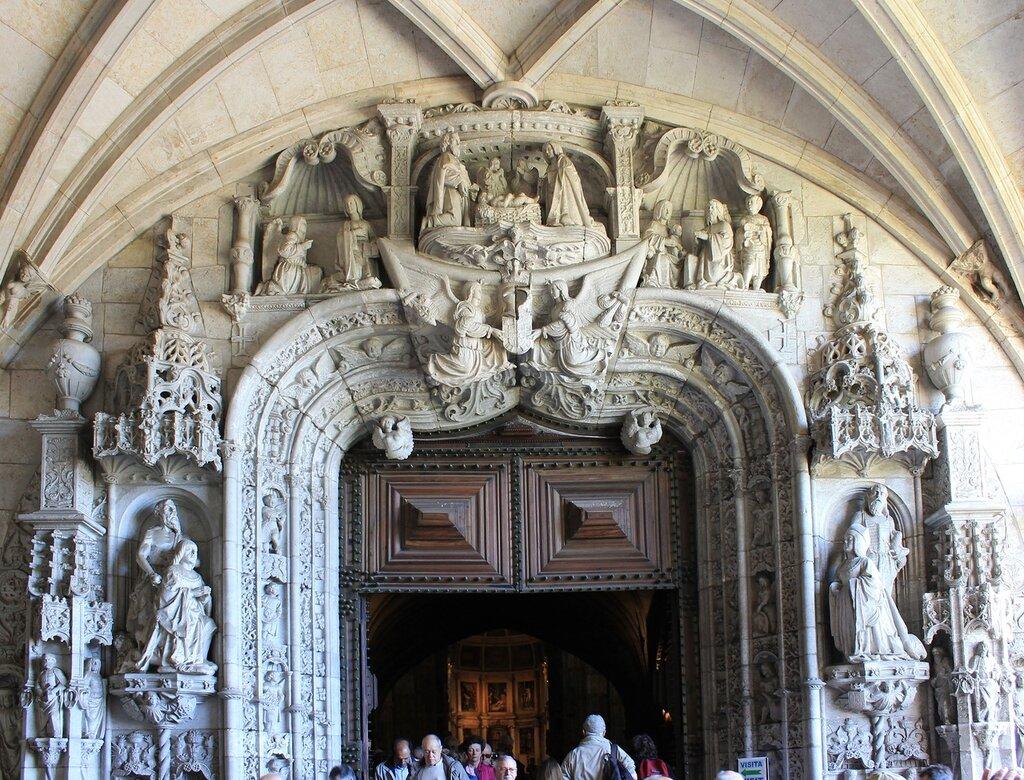 The Church of the Jerónimos monastery. Western portal. Bases