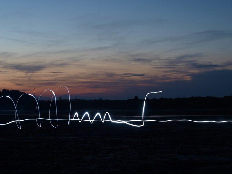 фризлайт на ночевке на пляже на берегу Моломы