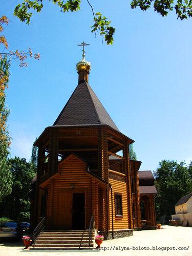 Деревянный храм вход