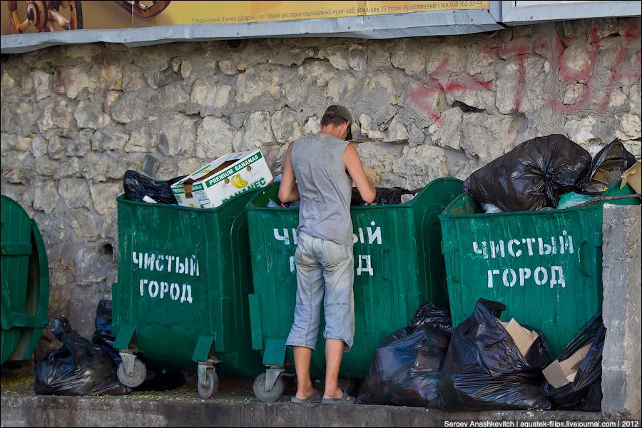 Мусор в центре Севастополя