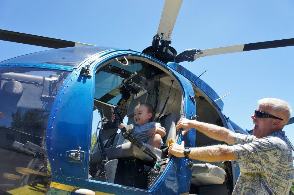 Мужик разрешил ребенку управлять вертолетом прикольные фото