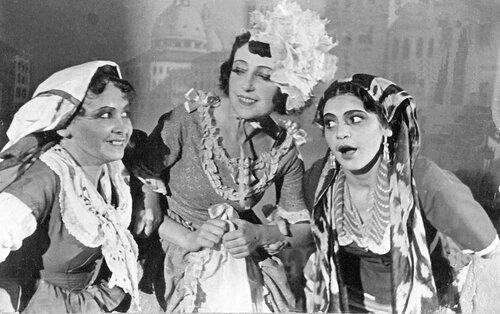<a href='http://img-fotki.yandex.ru/get/6501/97867398.13/0_82578_1a2af09d_orig.jpg'>К. Гольдони «Бабьи сплетни» - выпускной спектакль театральной студии. Катэ прачка – Ветковская К.П. Симферополь, 1933 г.</a>