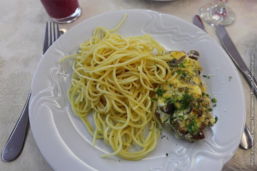 Свинина с грибами «Нежность», спагетти