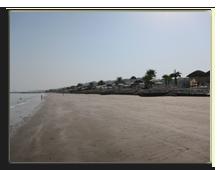ОАЭ. Рас аль Хайма. Пляж отеля The Cove Rotana Resort Ras Al Khaimah во время отлива