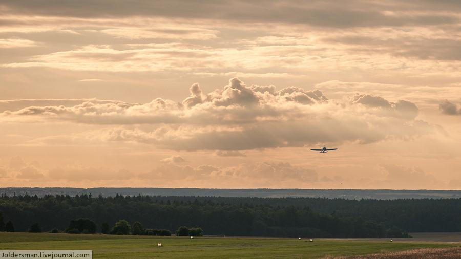 самолет в небе над чехией