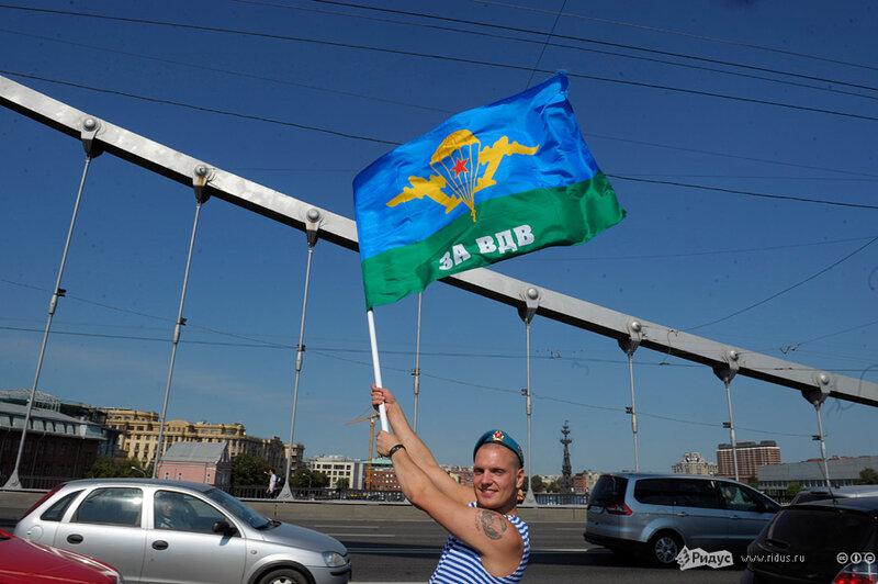 За ВДВ! Фоторепортаж со столичных улиц