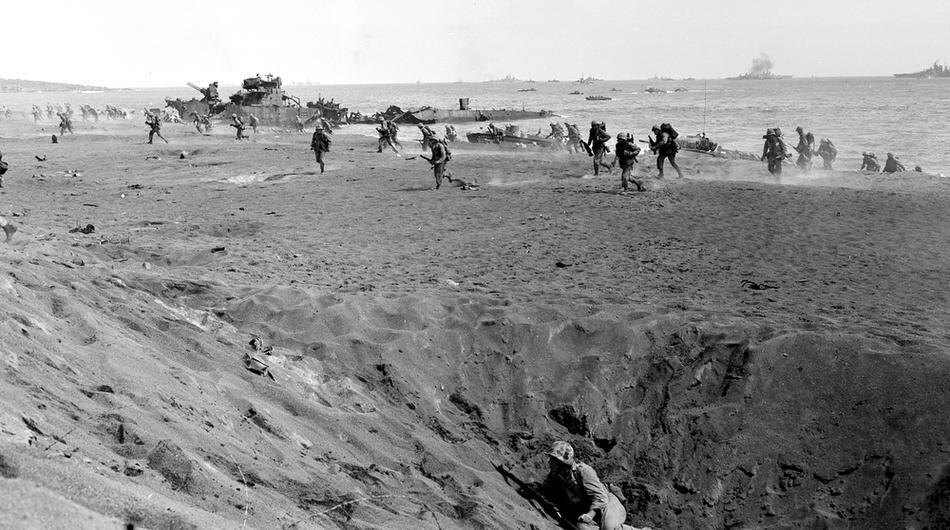 WWII U.S. INVADE IWO JIMA