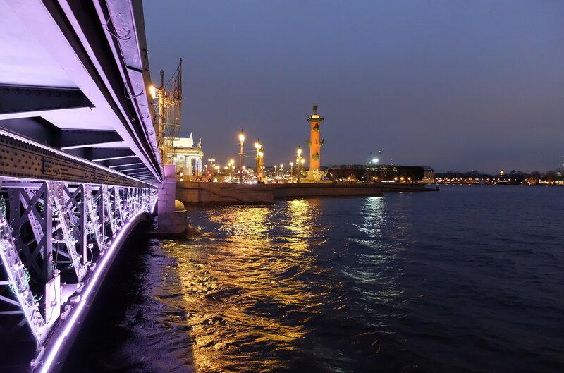 Прогулка по вечерней Двоцовой площади Санкт-Петербургу