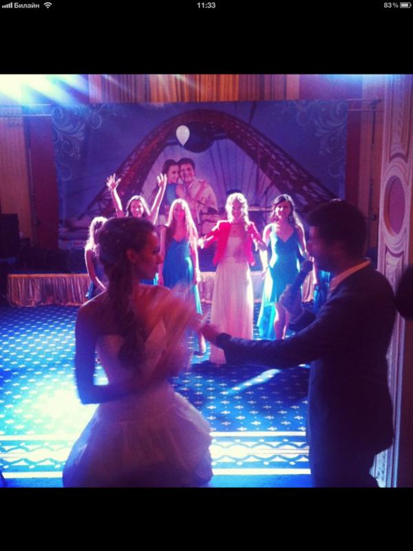 С костылями и без! Фото со свадьбы Гудкова IMG_0376.PNG