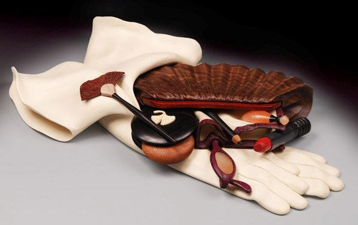клатч и перчатки из дерева