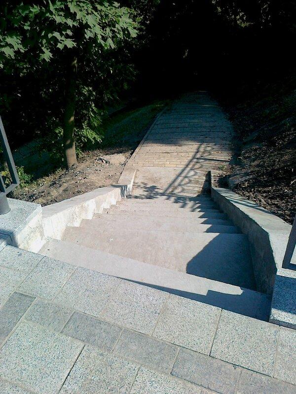 Новые ступени к смотровой площадке Владимирской горки