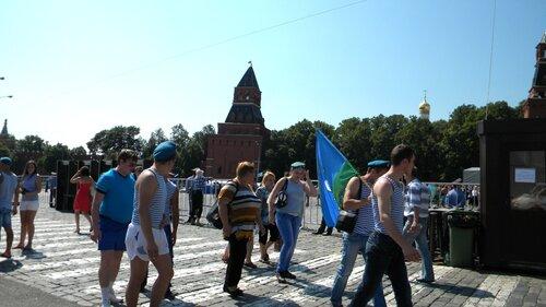 День ВДВ-Красная площадь-десантники идут