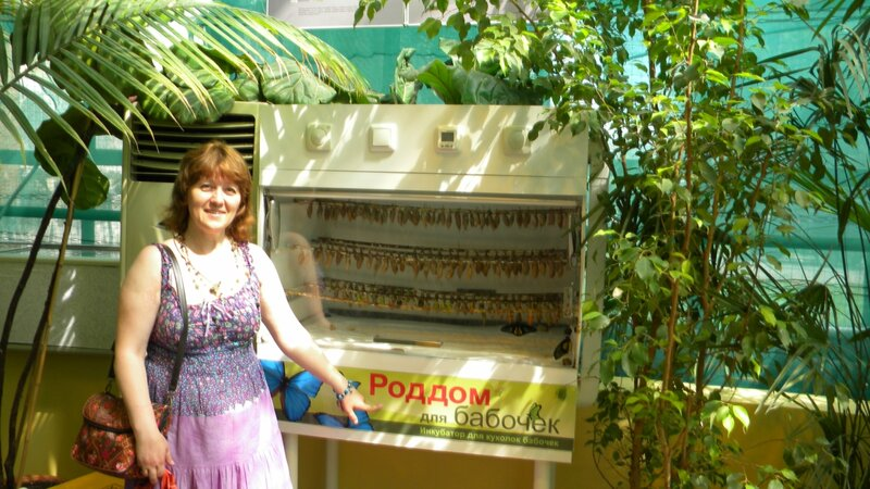 Лена Воронова у роддома бабочек