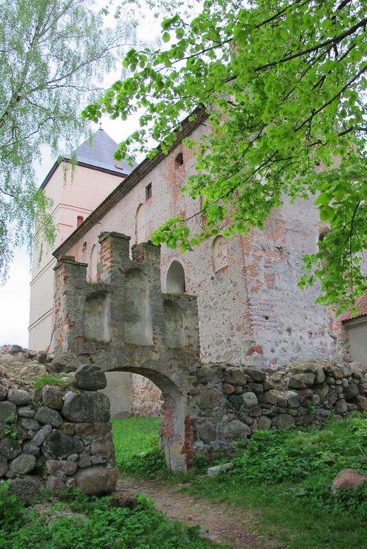 церковь, перестроенная из замка, фото Р. Римша, 2012 г.