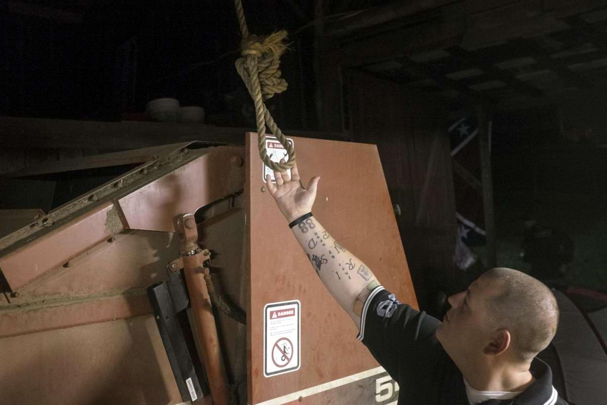Торжество толерантности: Американский Ку-Клукс-Клан в новой подборке снимков фотографа Johnny Milano (7)