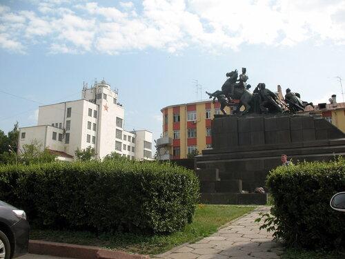 Площадь в Самаре перед обкомом