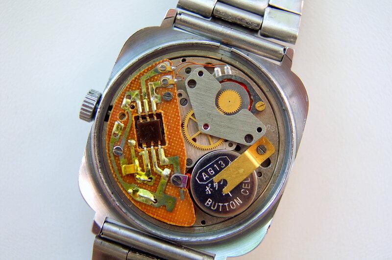 Также часы часто снабжаются функцией gps, поэтому всегда есть возможность узнать место, где находится чадо.