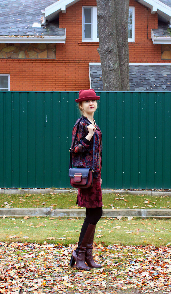 Платье - H&M, сумка - Accessorize, бомбер - Pull&Bear, сапоги - Zara
