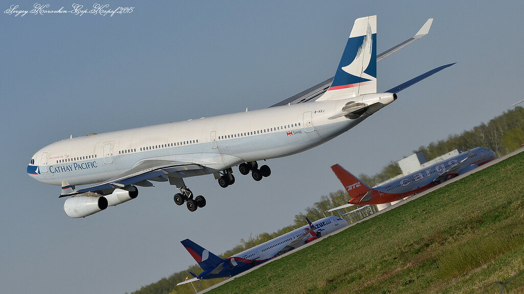 Airbus A340-313 Cathay Pacific B-HXJ.JPG