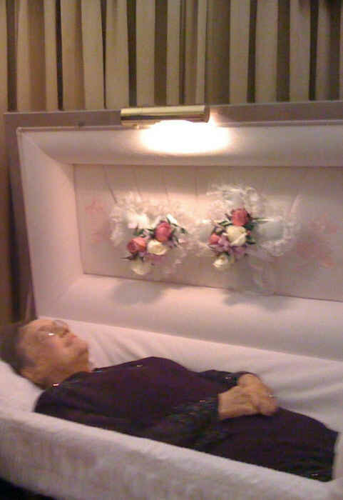 Девушка сходила на похороны бабушки