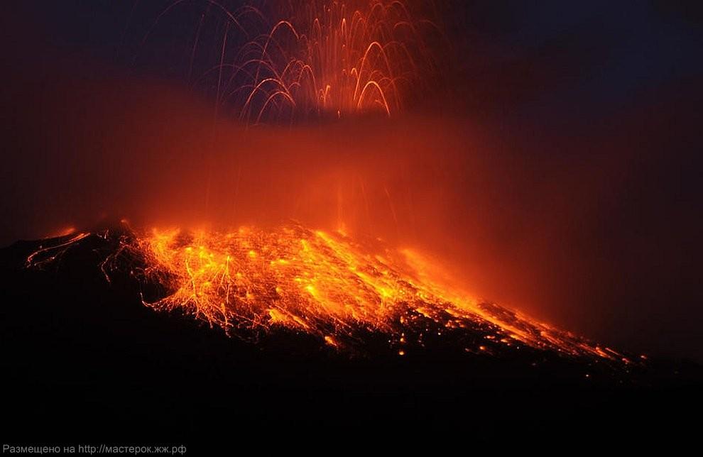 CORRECTION APTOPIX Ecuador Volcano