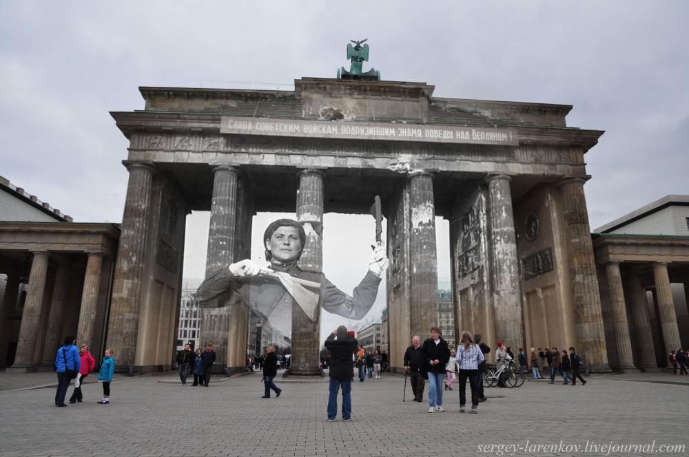 19 Берлин 1945-2010. Регулировщица у Бранденбургских ворот..jpg