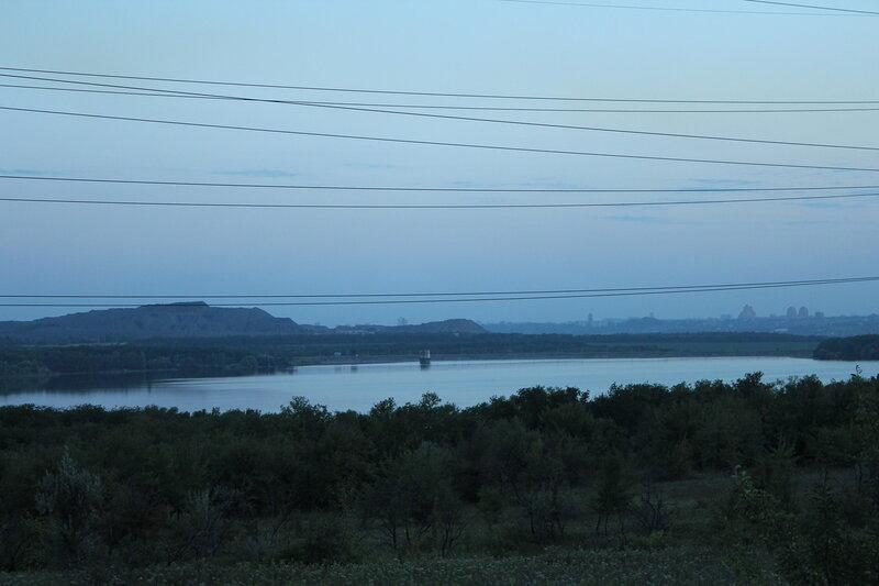 вид на донецк выше верхнекальмиусского водохранилища.jpg