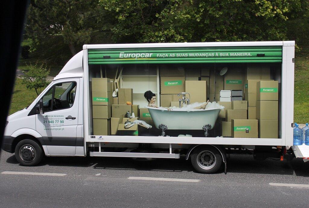 Лиссабон. Креативная реклама сантехники