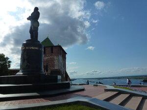 памятник Валерию Чкалову возле Нижегородского кремля
