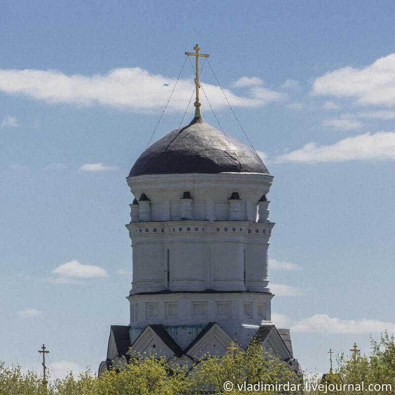 Коломенское. Церковь Усекновения главы Иоанна Предтечи в Дьякове. Фокусное 210 мм.