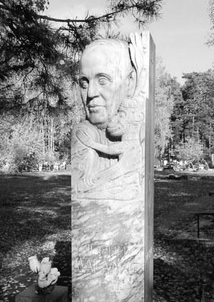Памятник Магалифу на Заельцовском кладбище