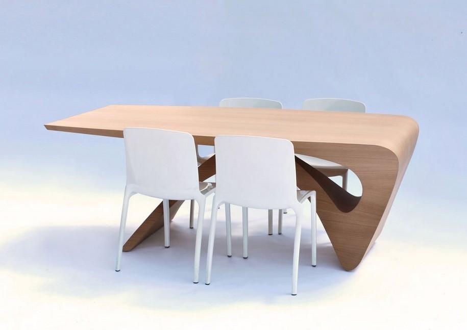 Стол из цельного куска древесины от Даана Малдера